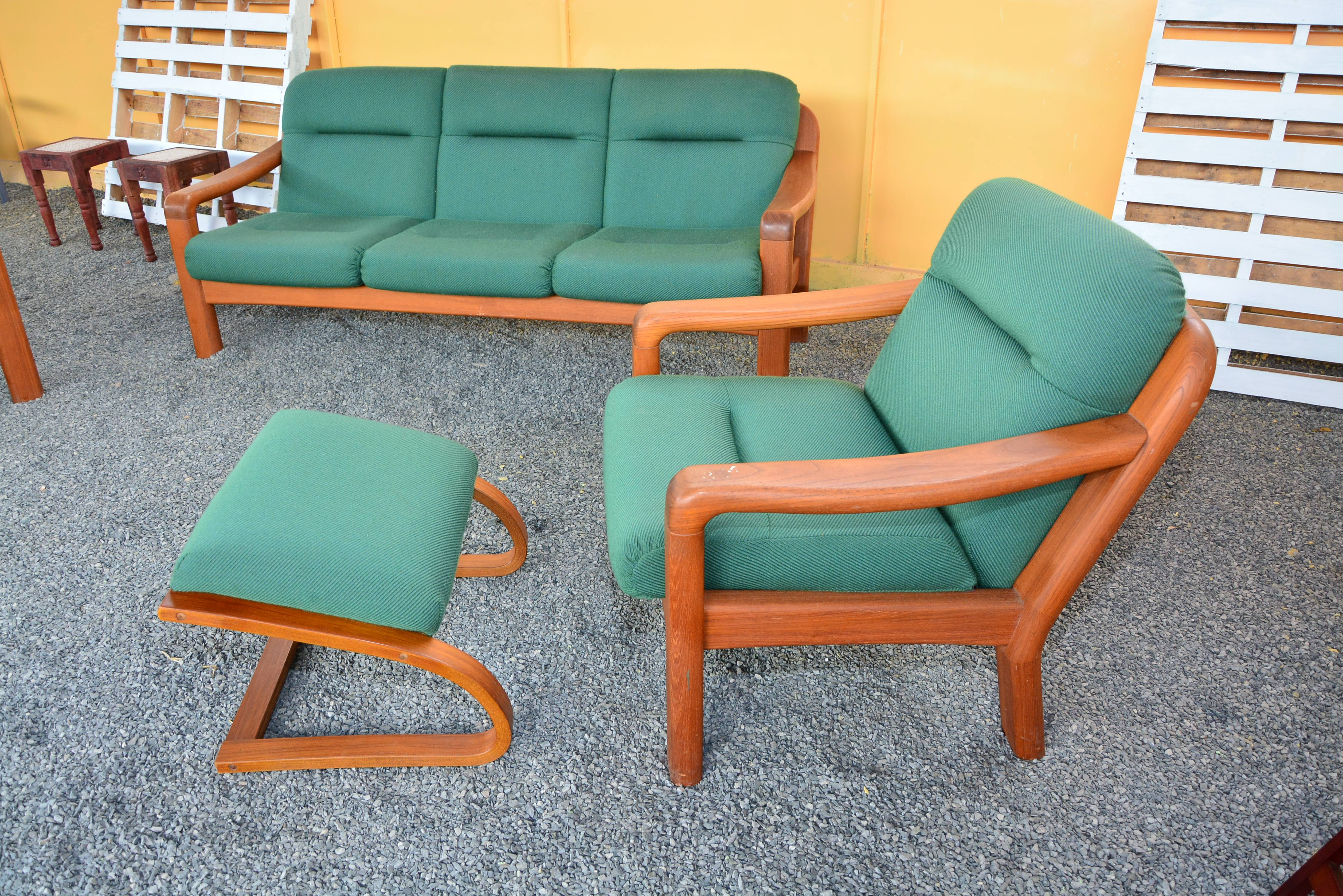 5 Seater Wooden Armed Sofa Set With Cushioned Foot Rest